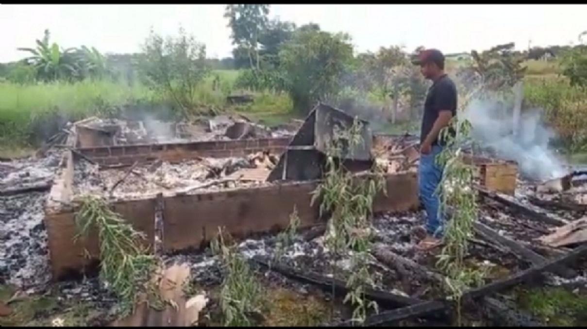 Irmãos morrem carbonizados em incêndio em residência em Matupá