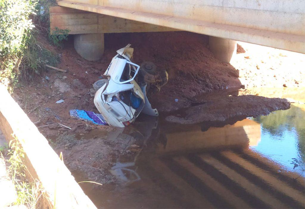 Jovem é encontrada morta após carro cair de ponte entre Guarantã e Novo Mundo; filho sobreviveu
