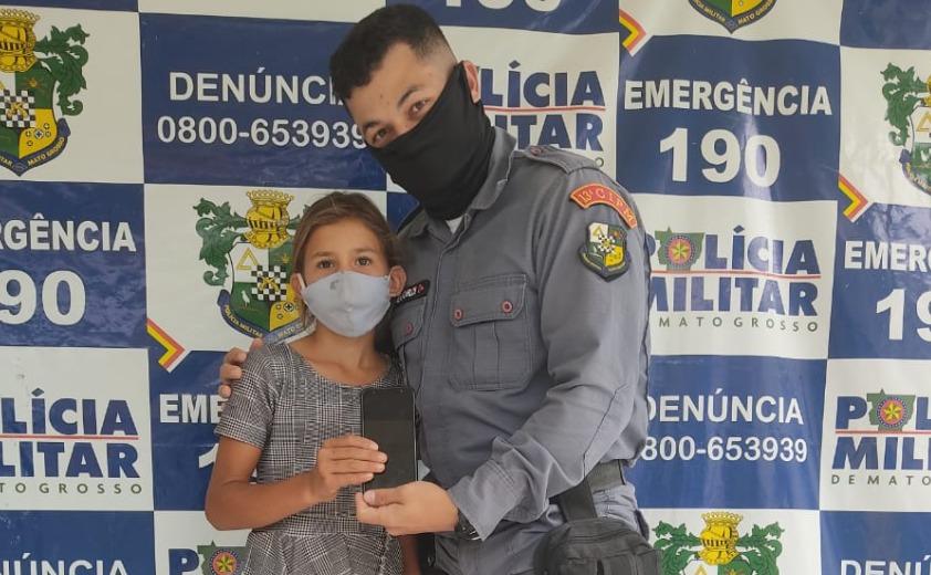 Policiais de Guarantã do Norte se unem e compram celular para ajudar menina de 11 anos a estudar